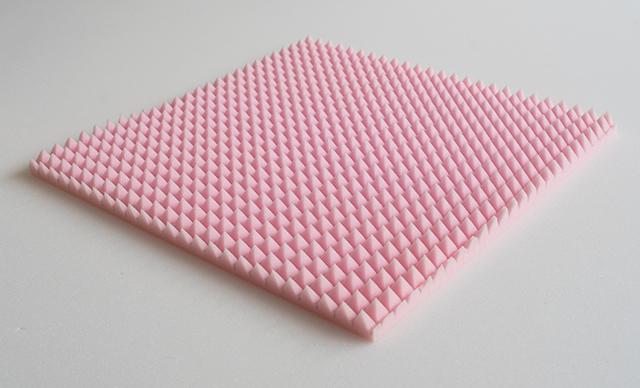 pannelli-insonorizzanti-sagomati-piramidali-rossigomma